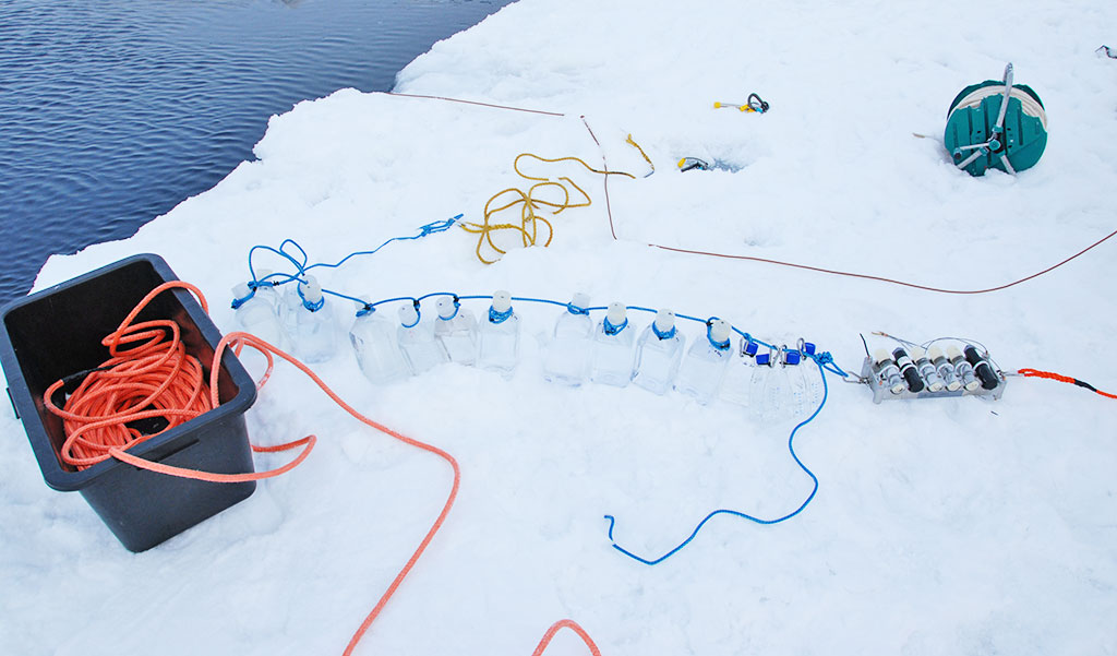 Chemical conditions sampling. Photo: Norwegian Polar Institute
