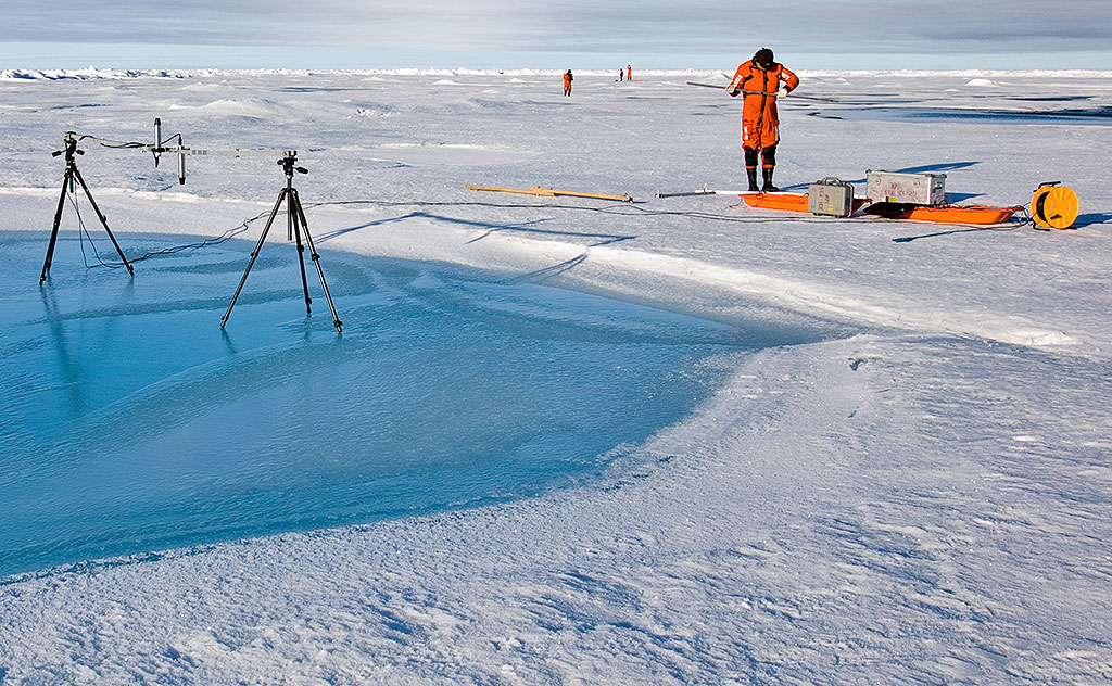 Sea ice research. Photo: Norwegian Polar Institute